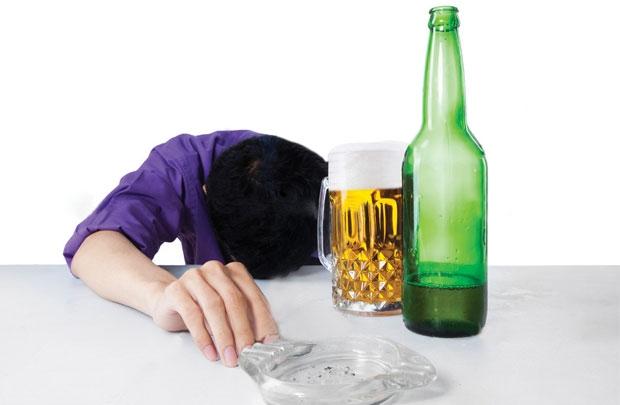 Uống nhiều rượu bia làm tăng nguy cơ mắc máu nhiễm mỡ