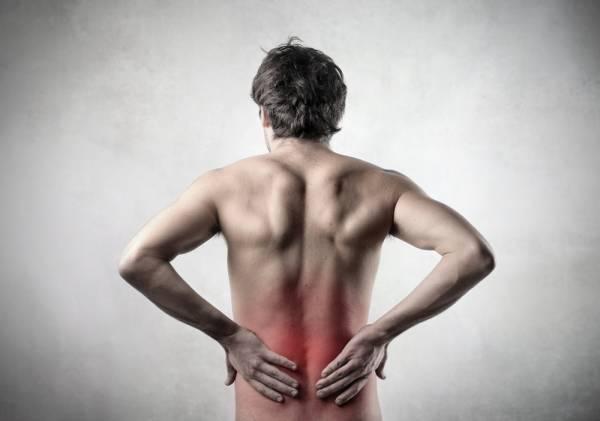 Đau nhức lưng, hông có thể là triệu chứng ung thư tuyến tiền liệt