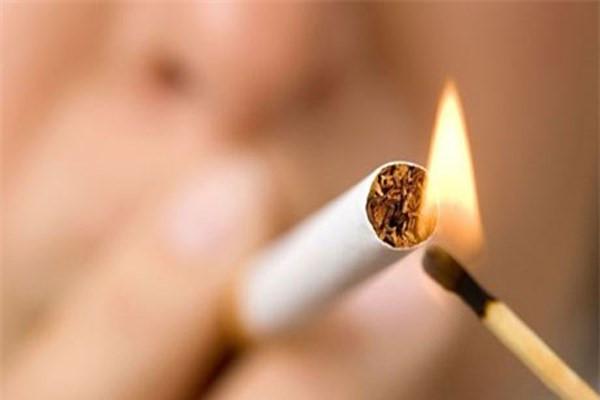 Hút thuốc lá là nguyên nhân dẫn đến ung thư biểu mô tế bào vùng miệng