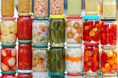 Dưa muối được làm từ nhiều loại rau củ khác nhau.