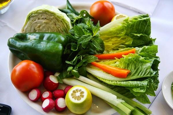 Ăn rau quả tươi giúp ngăn ngừa u xơ tử cung