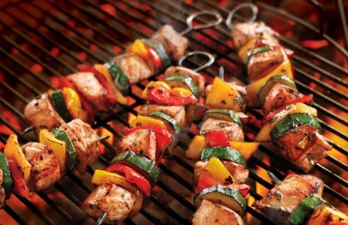 """Ăn thịt nướng với nước có ga – """"bộ đôi"""" khiến bạn dễ mắc ung thư xương"""