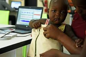 Áo khoác thông minh chẩn đoán viêm phổi ở trẻ nhanh hơn bác sĩ