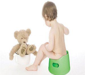 Ngồi bô lâu là một trong các nguyên nhân gây bệnh trĩ ở trẻ nhỏ