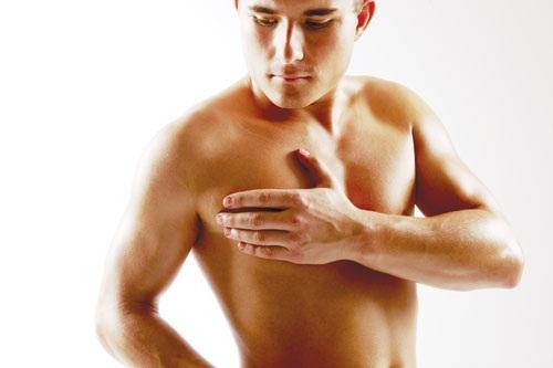 Bị bướu ở ngực có phải là dấu hiệu ung thư vú nam giới không?