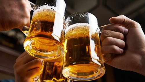 Uống bia cũng có hại cho gan không kém rượu.
