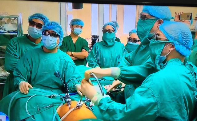 Bệnh nhân ung thư đầu tiên được áp dụng phẫu thuật nội soi 3D