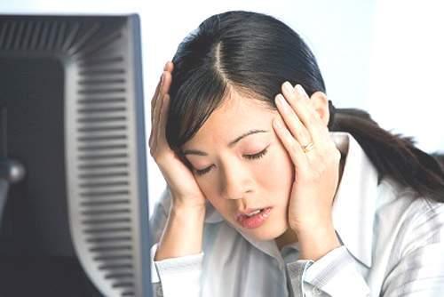 Đau đầu là một trong các dấu hiệu bệnh ung thư amidan