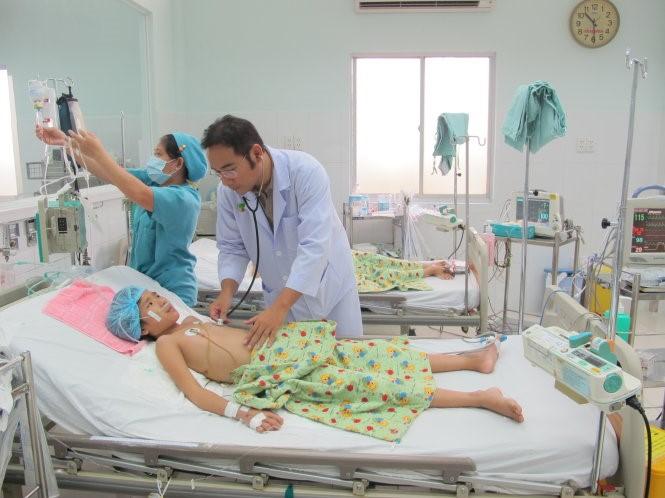 Trẻ em bị sốt xuất huyết