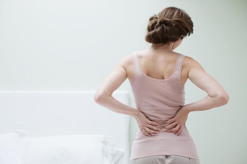 Đau lưng là dấu hiệu quả u xơ tử cung