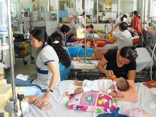 Giai đoạn nguy hiểm của sốt xuất huyết cần phải nhập viện
