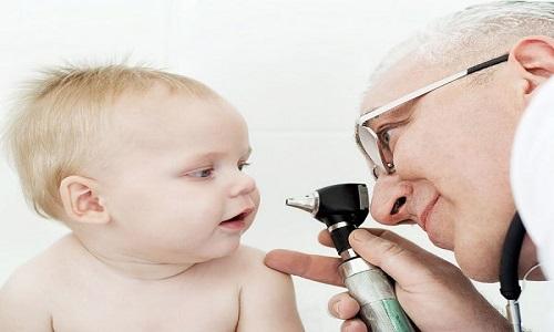 Soi đáy mắt để chẩn đoán bệnh ung thư võng mạc ở trẻ