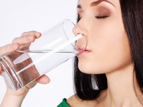 Mách bạn cách chữa viêm họng hạt bằng nước muối hiệu quả