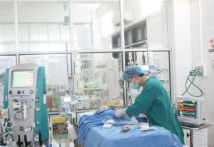 Hồi sức lưu động cứu sống bé sốc phản vệ khi điều trị viêm phổi