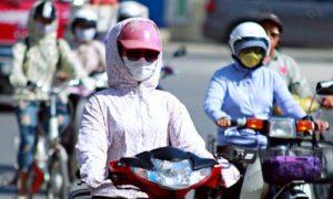 Bảo vệ da khỏi nắng nóng, khói bụi để đề phòng viêm da cơ địa