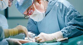 Điều trị bệnh ung thư thanh quản giai đoạn muộn như thế nào?