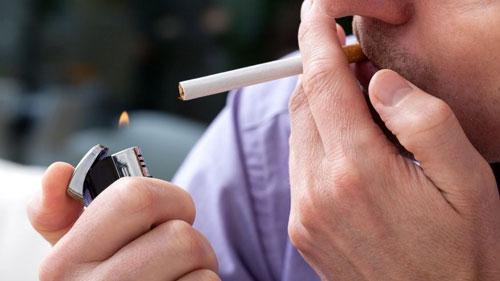 Cha hút thuốc con có bị ung thư máu không?