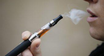 Hiểm họa ngầm từ việc sử dụng thuốc lá điện tử