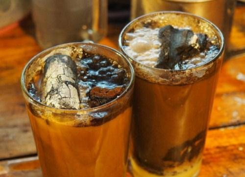 Kỳ lạ cà phê than, thức uống độc nhất vô nhị ở Indonesia