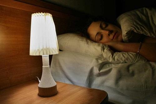 Nên ngủ trong bóng tối hoàn toàn thay vì ánh sáng nhân tạo