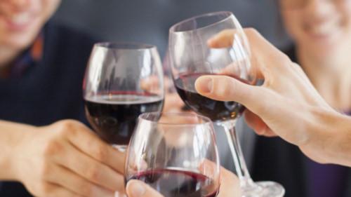 Rượu bia cũng là một trong những tác nhân gây hại cho vòm họng