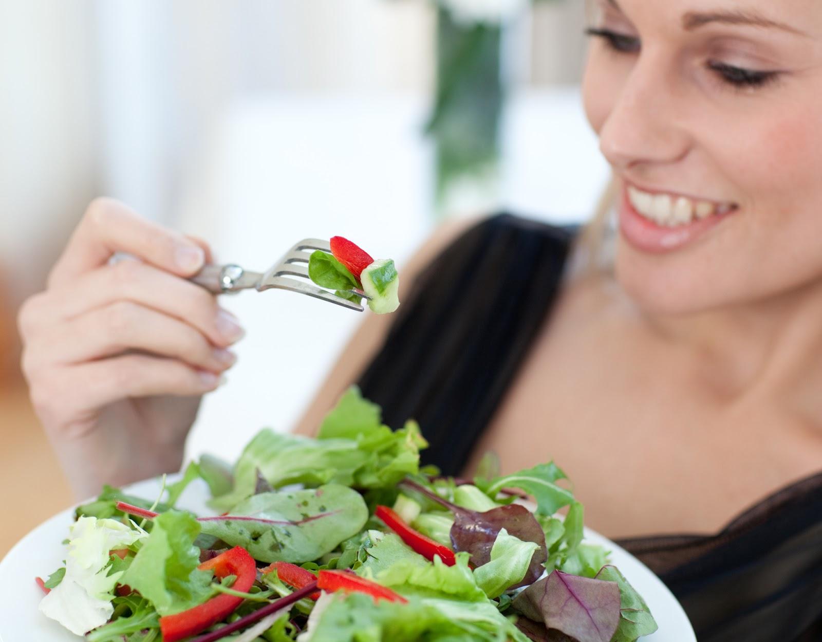 Tăng cường rau xanh, chất xơ là cách phòng và trị bệnh trĩ tại nhà