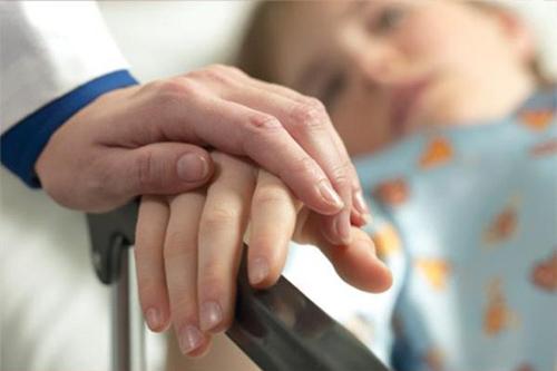 Người bị ung thư thường rất nhạy cảm