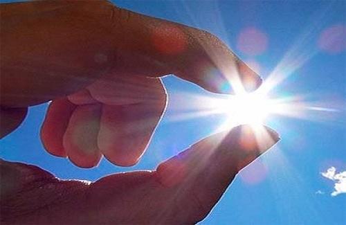 Ánh sáng mặt trời làm tăng nguy cơ ung thư mắt