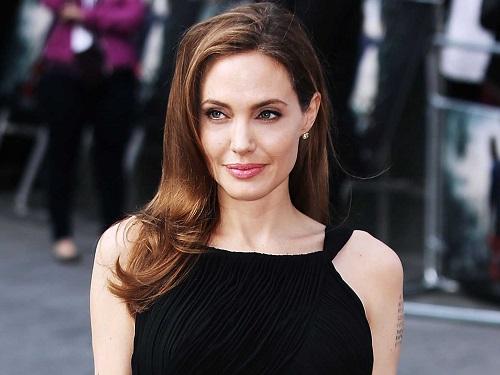 Angelina Jolie điều trị ung thư vú thành công