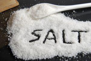 Người mắc bệnh trĩ nên tránh sử dụng muối