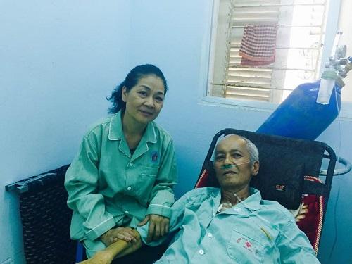 Minh Phương tới thăm Duy Thanh khi ông còn sống và điều trị ung thư