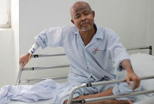 NSƯT Hán Văn Tình điều trị ung thư phổi ở bệnh viện lúc còn sống