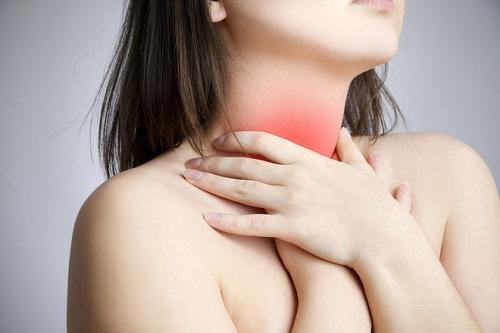 Đau, nóng, rát họng là những triệu chứng bệnh viêm amidan cấp tính