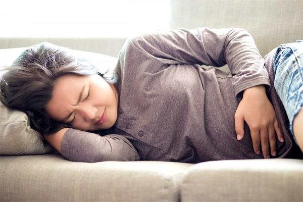 Đau bụng kéo dài rất có thể bạn đã mắc ung thư đại trực tràng