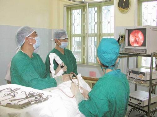 Phẫu thuật cắt bỏ amidan là phương pháp được sử dụng để điều trị bệnh