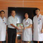 Trao tặng sách miễn phí cho bệnh nhân điều trị tại Bệnh viện K