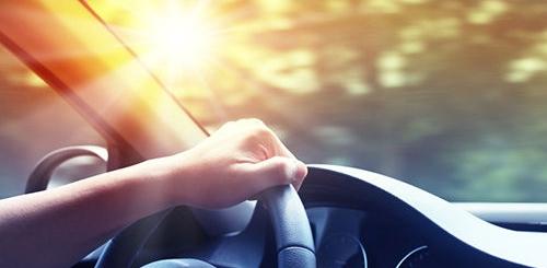 một trong những nguyên nhân gây ung thư da là lái xe dưới nắng