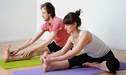 Người bệnh ung thư nên tập yoga để giảm stress