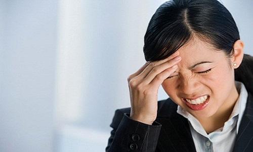 Biểu hiện của bệnh đau đầu vận mạch là những cơn đau đầu dữ dội