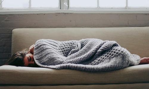 Phụ nữ ngủ nơi nhiều ánh sáng có nguy cơ cao mắc ung thư vú