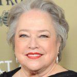 Nữ diễn viên Oscar tự hào với 'ngực phẳng' vì ung thư