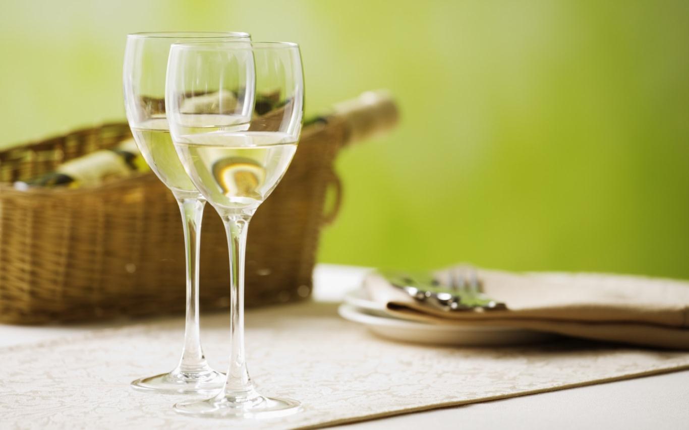 Thường xuyên uống rượu trắng gây ra bệnh ung thư da