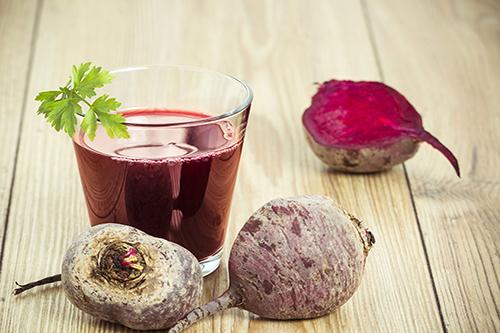 Uống nước ép củ dền sẽ giúp giảm triệu chứng viêm gan b