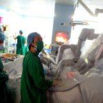 Cắt khối u gan cho bệnh nhân ung thư bằng Robot